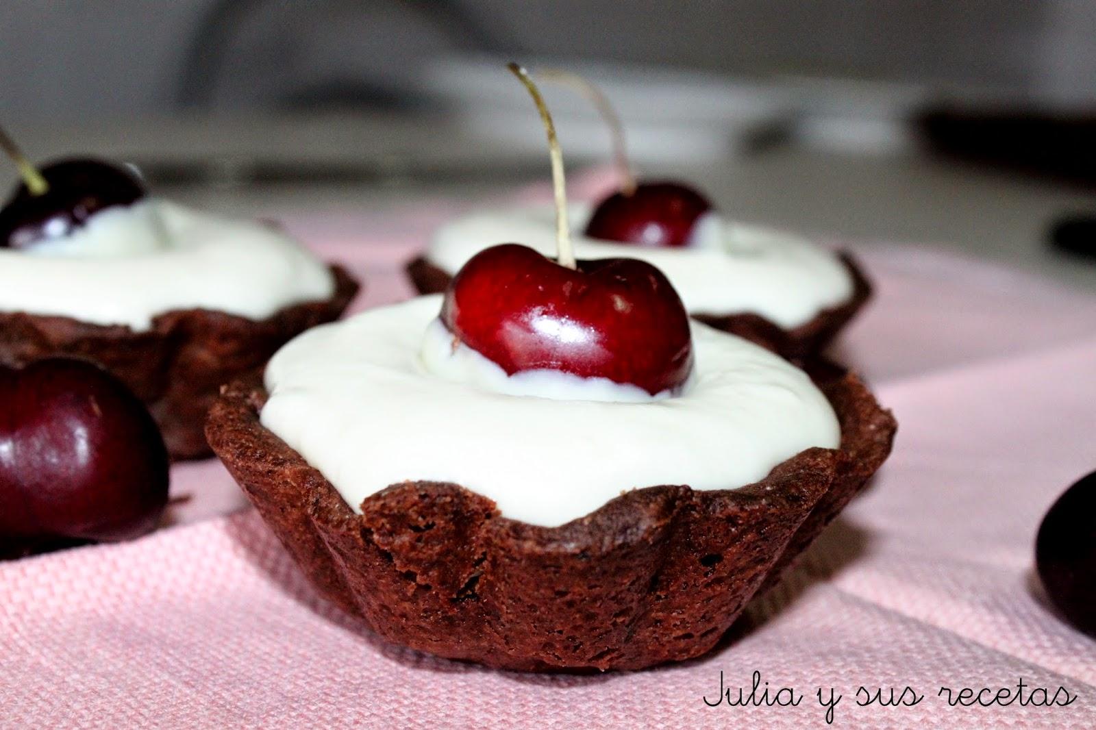 Tarteletas de chocolate blanco y cerezas. Julia y sus recetas