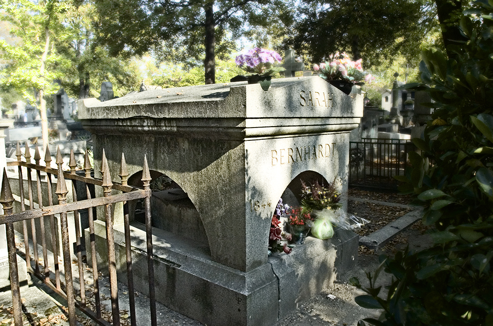 Paris cemeteries sarah bernhardt d44 in p re lachaise - Chaise montmartre ...