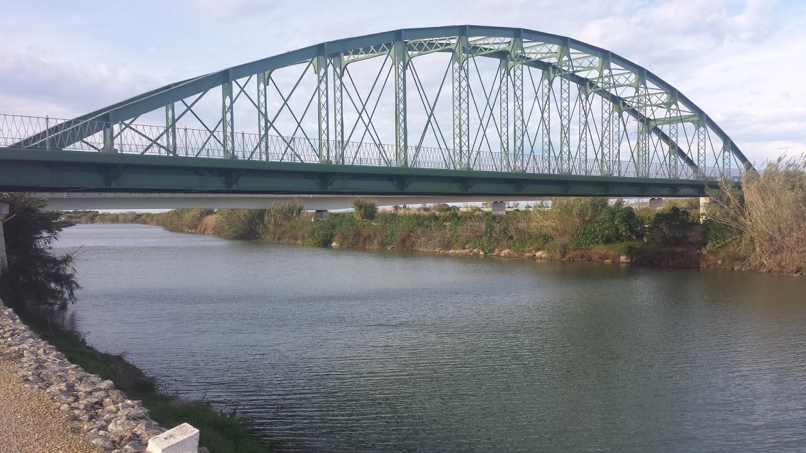Alfonso XIII iron bridge over the River Júcar