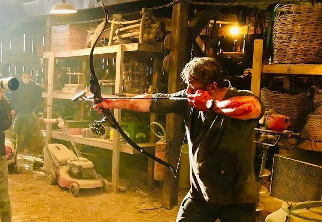 """Sylvester Stallone ensanguentado e pronto para batalha em imagem do set de """"Rambo 5"""""""