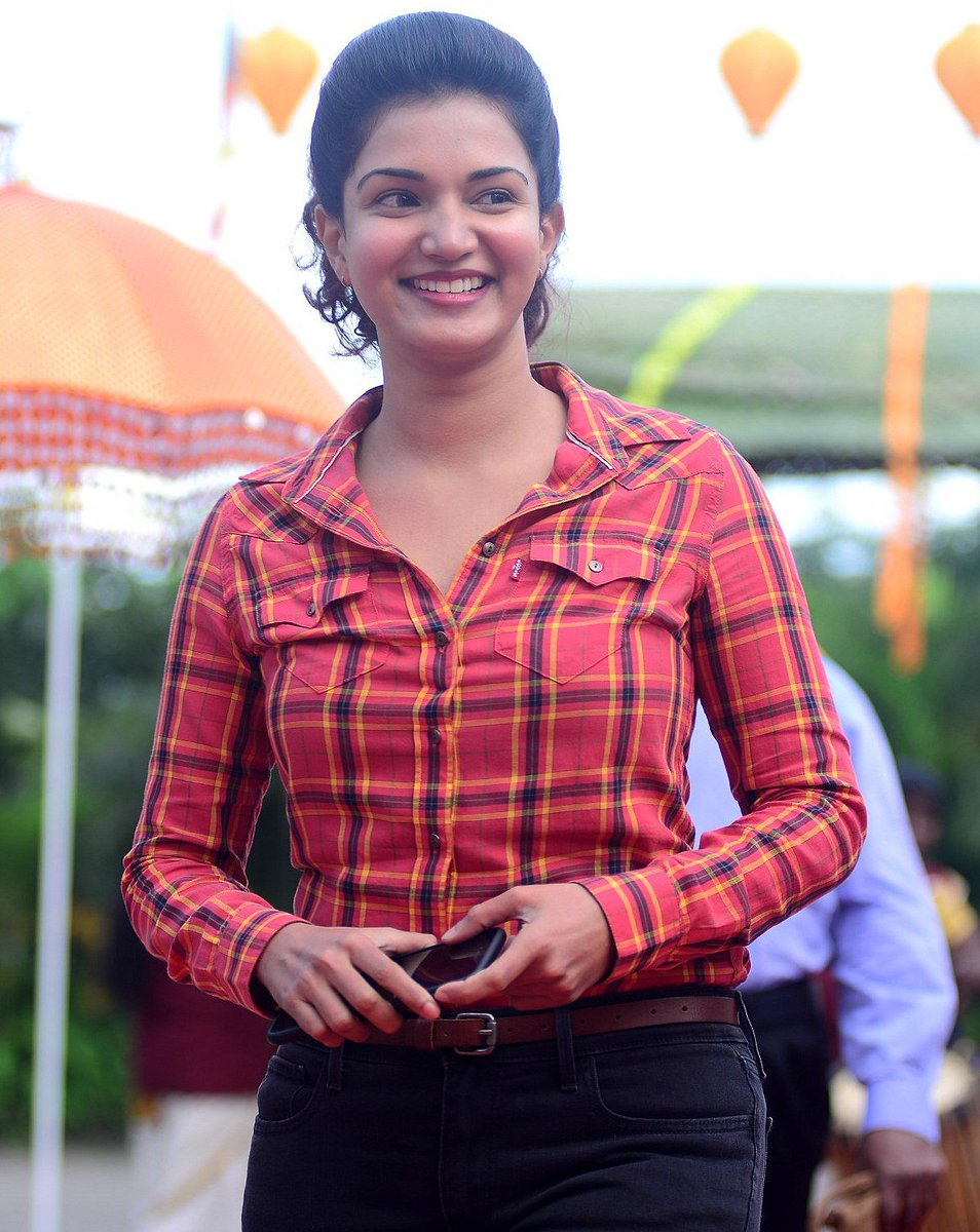 Actress HoneyRose Latest HD Images