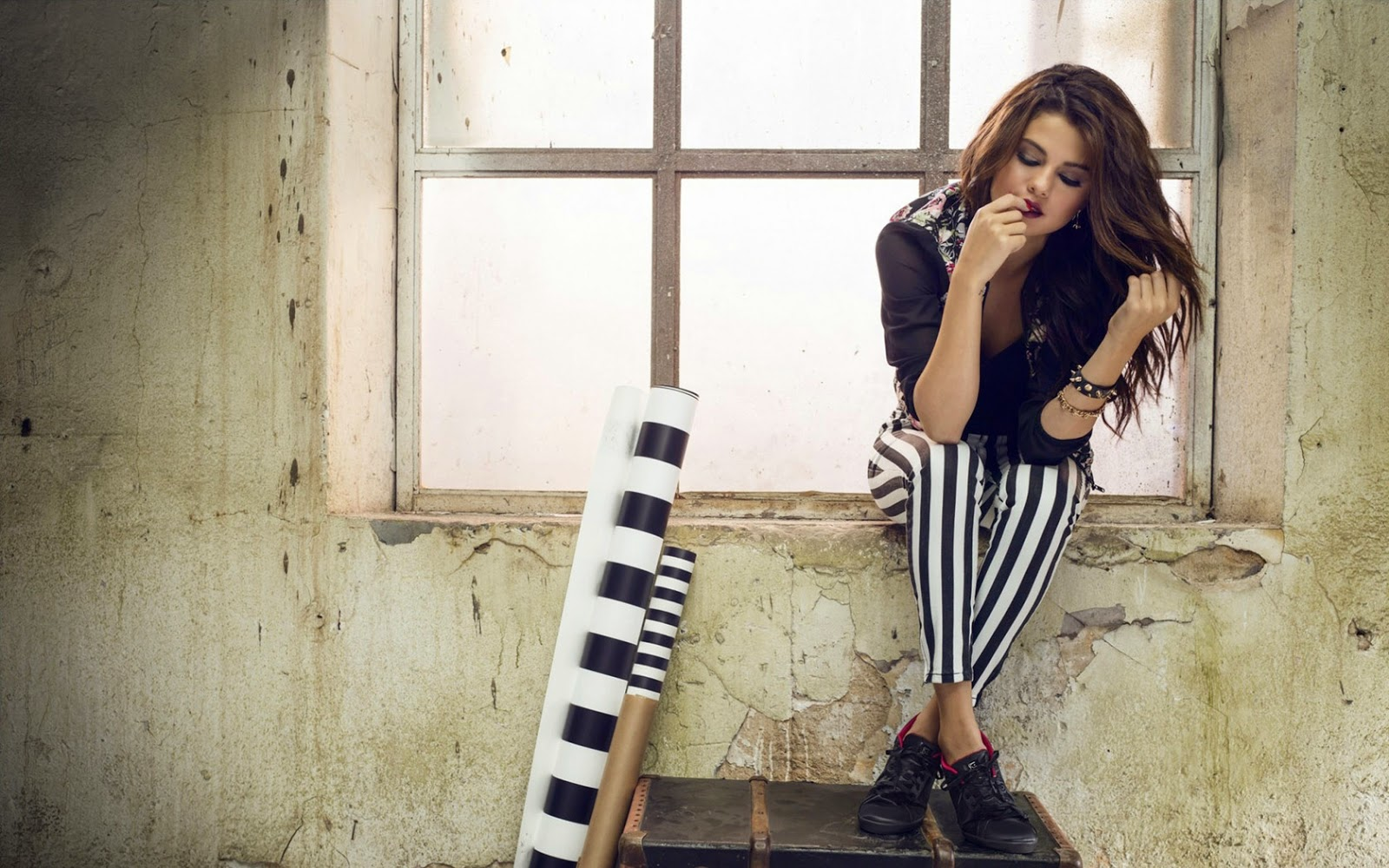 Girls Wallpapers 2015: Girls Wallpaper 2015: Selena Gomez Wallpapers For Facebook