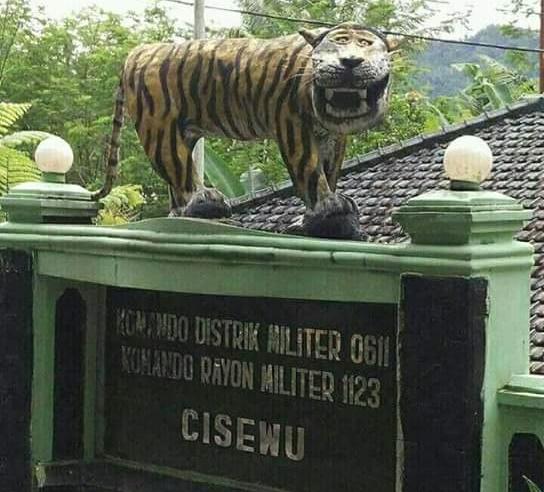Patung Macan Koramil Cisewu