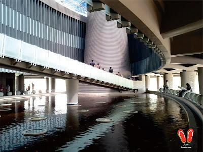 di dalam Museum tsunami aceh