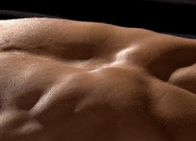 membentuk perut menjadi sixpack