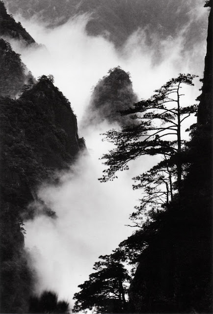 Peaks and Clouds, by Wang Wusheng, 2004