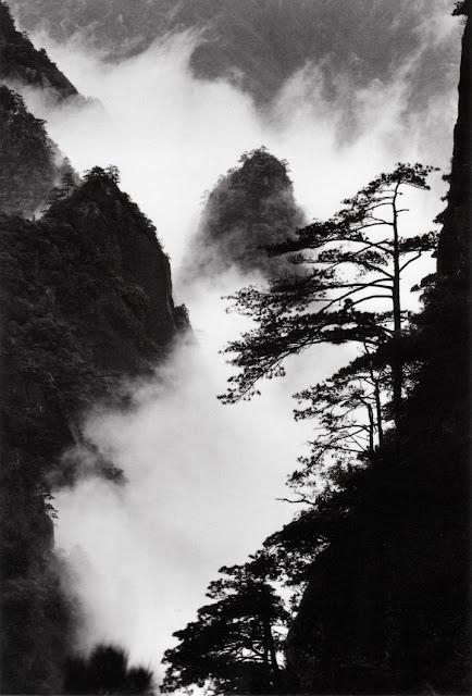 Peaks and Clouds, by Wang Wusheng, 2004