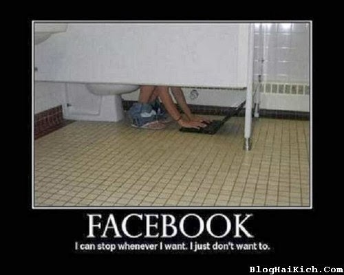 Check Facebook trong nhà vệ sinh