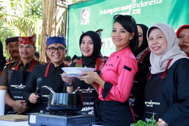 Festival Banyuwangi Kuliner 2018 bertema Ayam Kesrut dengan bintang tamu Farah Quinn.