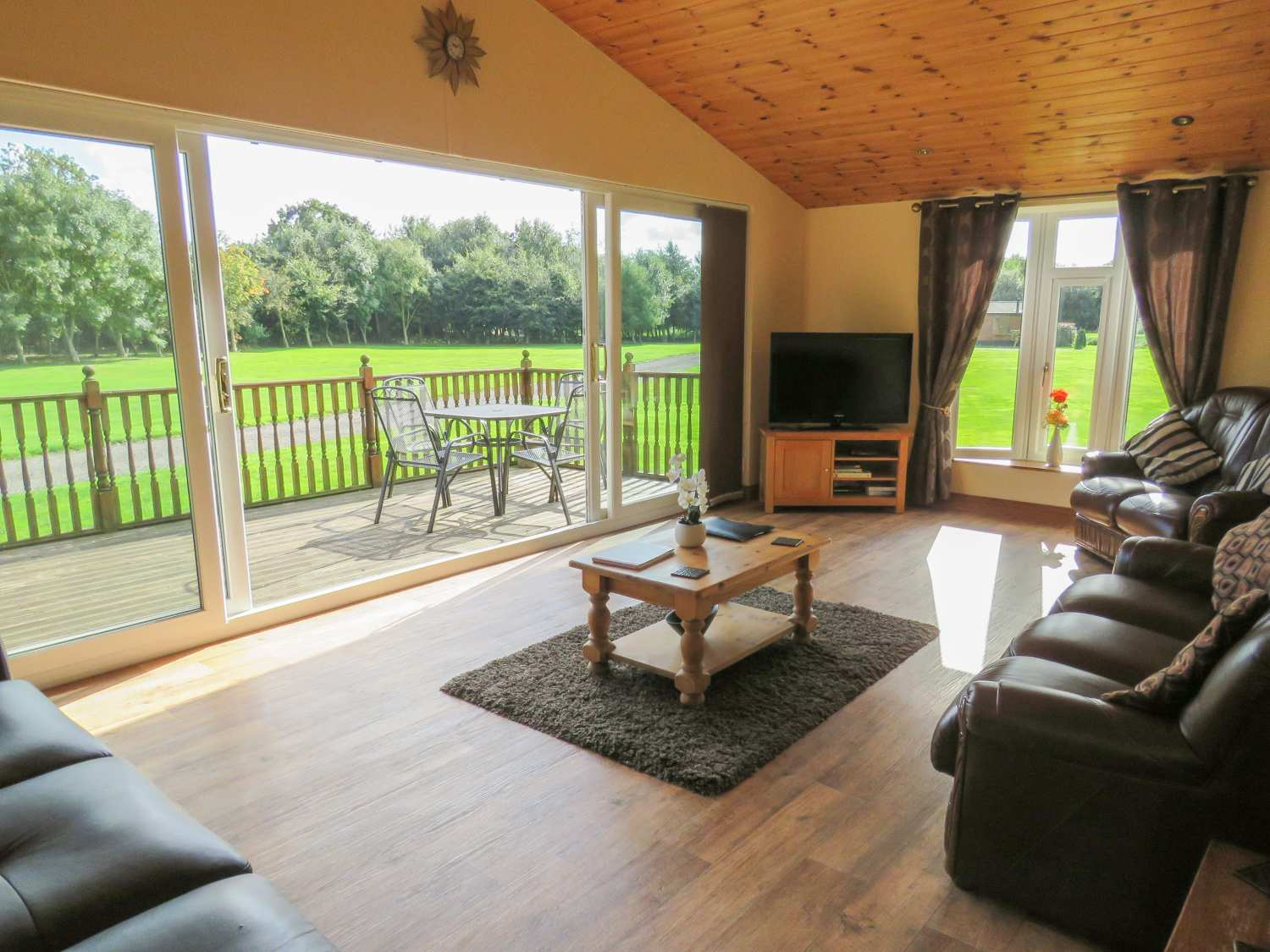 20 Lodges with Hot Tubs within a 90 minute drive of York  - Ashetree Lodge
