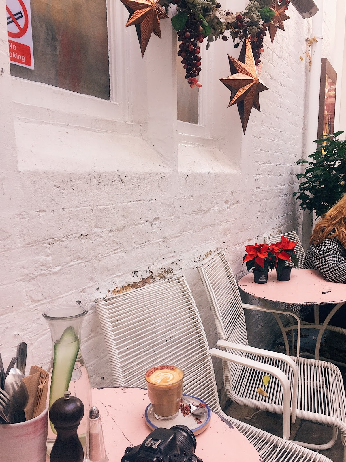 a girls instagram guide to london, instagram spots in london, instagram worthy places london, farm girl cafe, farm girl cafe london, portobello road, acai bowl, rose latte, pink table london