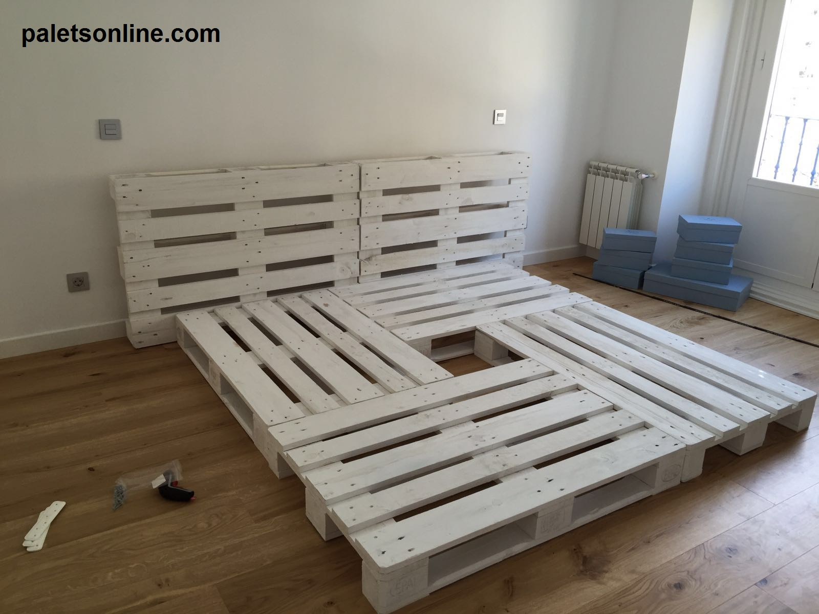 Muebles con palets for Base de cama matrimonial con tarimas