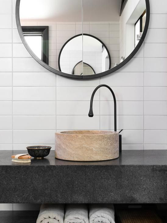 Round bathroom mirror | Image via D'Cruz