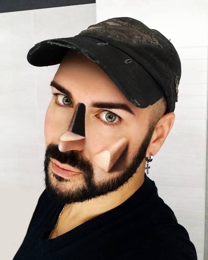 Makeup artist from Italy created three-dimensional drawings on his face