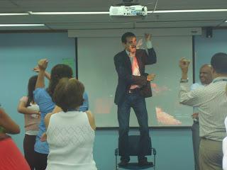 Ronny Ricaurte Triana Idearemos Creatividad Neuroeducación Neuromarketing Neuroventas Neuroliderazgo Programación Neurolinguística PNL Oratoria Experiencias de aprendizaje Cursos Talleres Conferencias Team building Panamá Colombia Ecuador Costa Rica Perú Venezuela