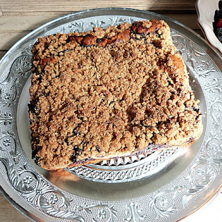 https://danslacuisinedhilary.blogspot.com/2016/08/new-york-style-crumb-cake-aux-myrtilles.html