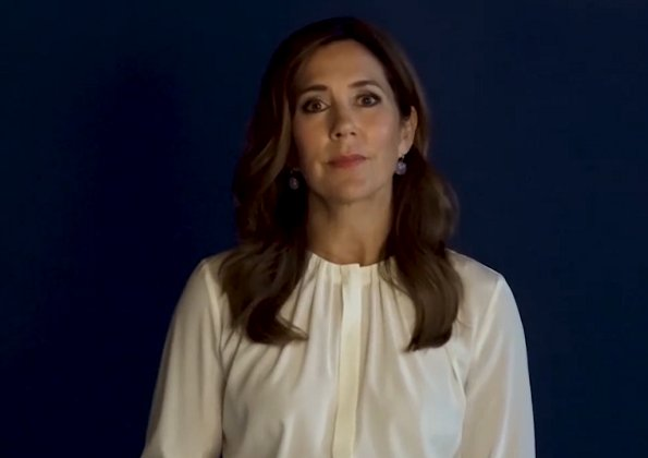Crown Princess Mary wore a silk blouse from Hugo Boss. Banora8 silk blouse. She is wearing a Dulong Fine Jewelry Anello pearl earrings