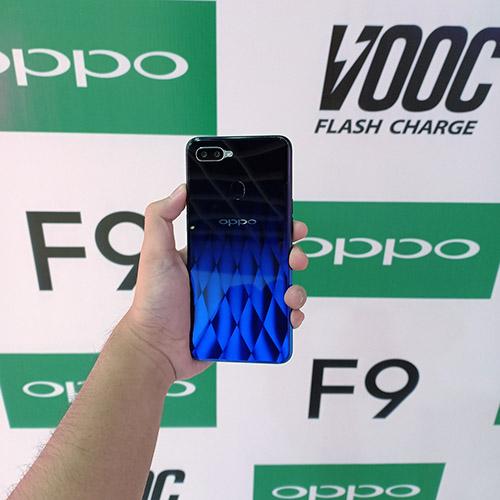 Tampilan belakang OPPO F9