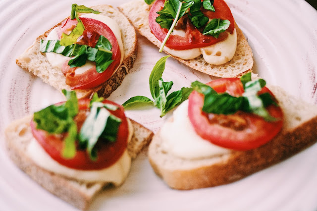 Jadoregrace.com // The Perfect Summer Appetizer - Caprese on Toast