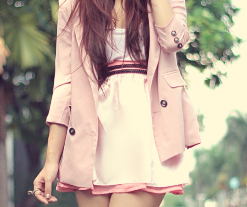 street style: chic light pink skirt with pink coat