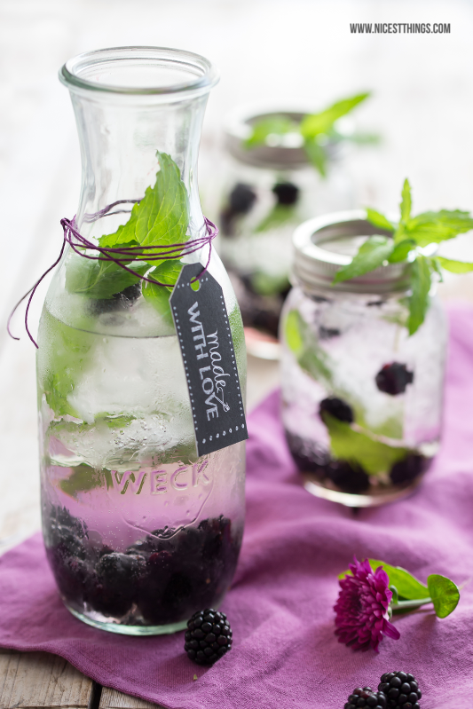 Infused Water mit Brombeeren #infusedwater #brombeeren #drinks #beeren #blackberries