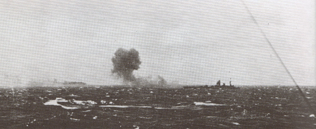 800px-Rodney_firing_on_Bismarck.png