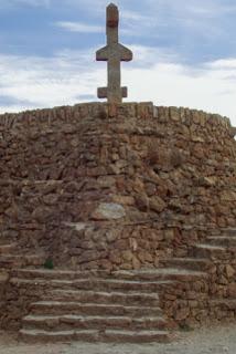 La cruz de Caravaca en el Park Güell de Gaudí
