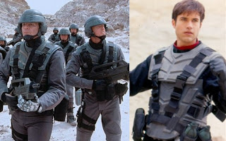 Trajes de Starship Troopers y Power Rangers Lost Galaxy
