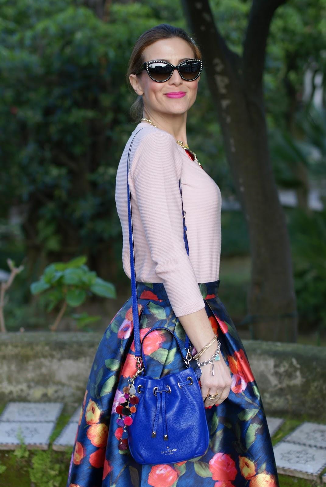 Paccio midi skirt and Kate Spade bucket bag on Fashion and Cookies fashion blog, fashion blogger style