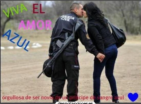 Mujer De Un Policia