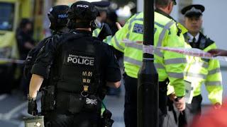 Η αστυνομία έχει αποκλείσει τους γύρω πολυσύχναστους δρόμους