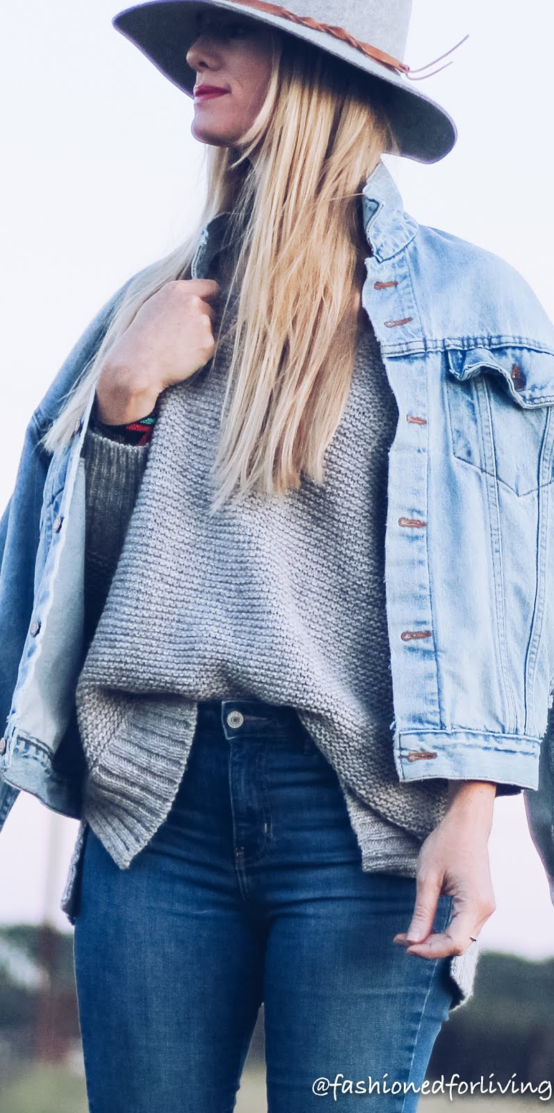 fall denim jacket outfit