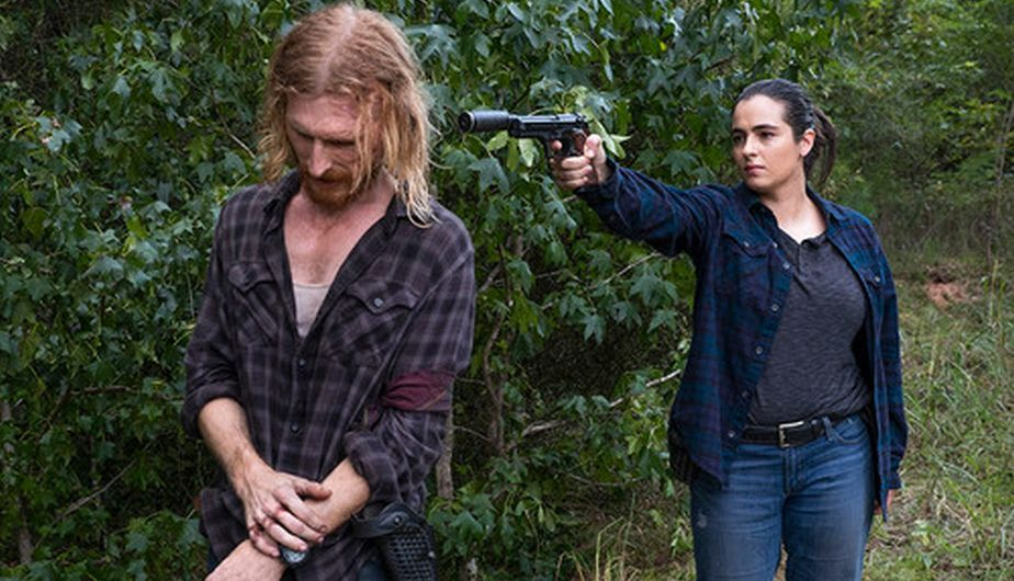 Tara y Dwight en el episodio Dead or Alive Or 8x11 de The Walking Dead