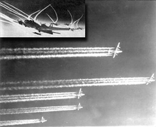 Contrails de Hélice -Driven escape do motor da aeronave, início dos anos 1940-0