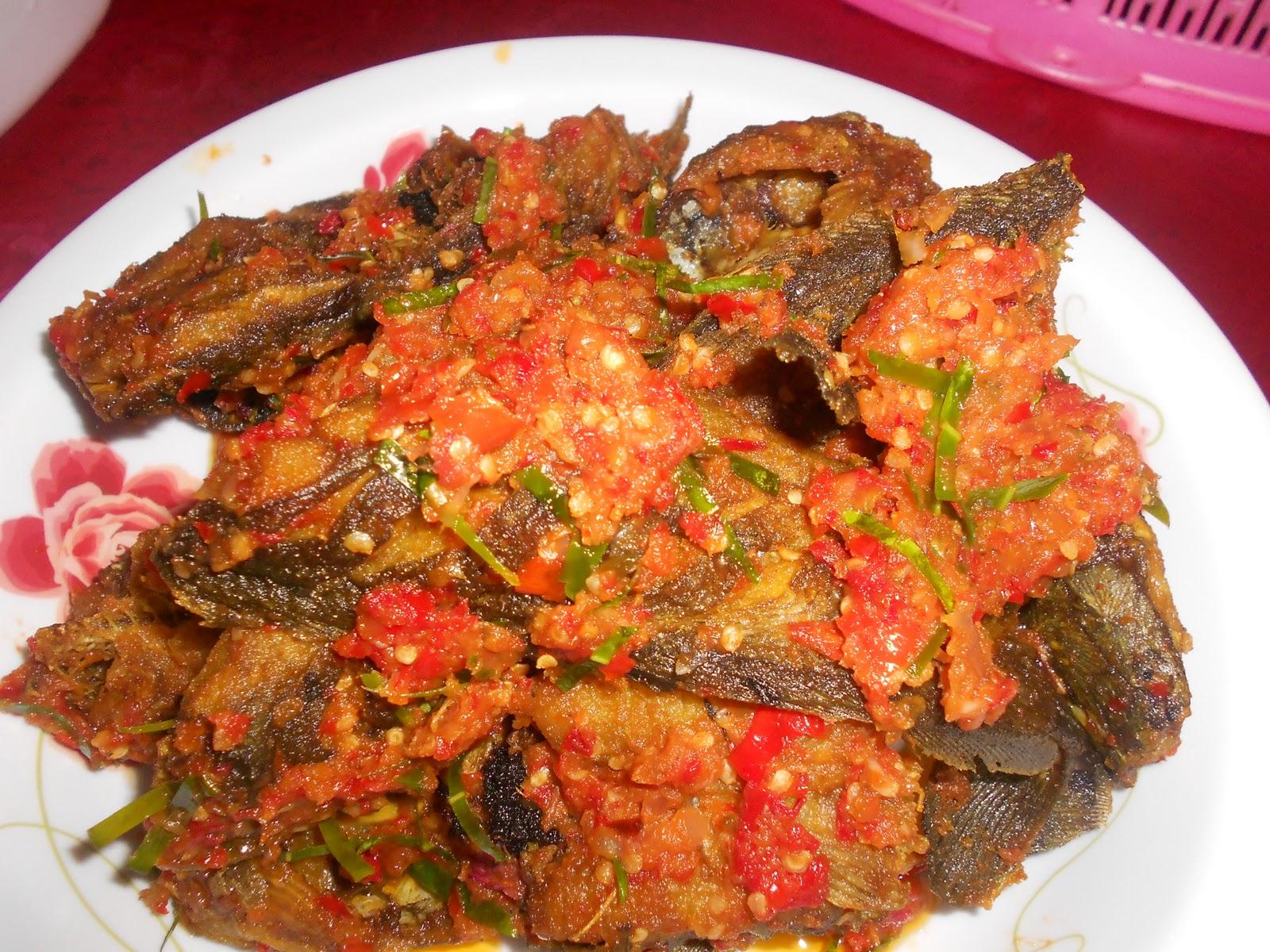 Dari Dapur Maklong: Ikan Keli Masak Sambal.. pucuk paku goreng..