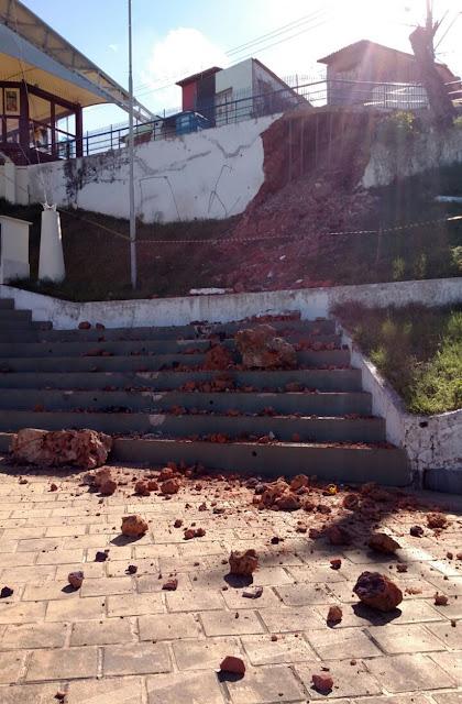 Após desabamento, parte da estrutura do Largo de São Pedro é interditada