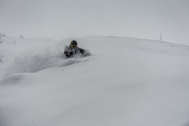 die richtige technik in steilem gelände beim skifahren