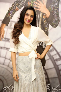 Kiara Advani Pos at Bharat Ane Nenu Success Meet 4
