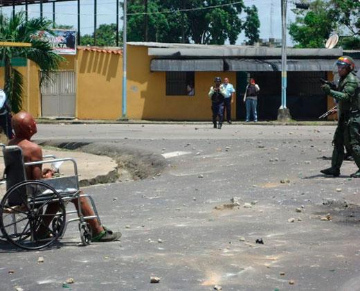 """Tres muertos y 146 detenidos en Tucupita por """"vandalismo disfrazado de hambre"""""""