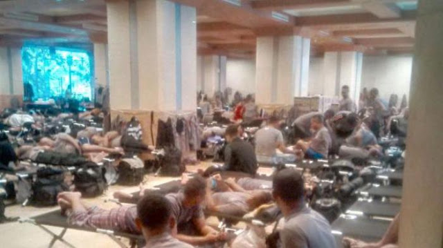 Ratusan Polisi Buat Barak di Kantor Ahok