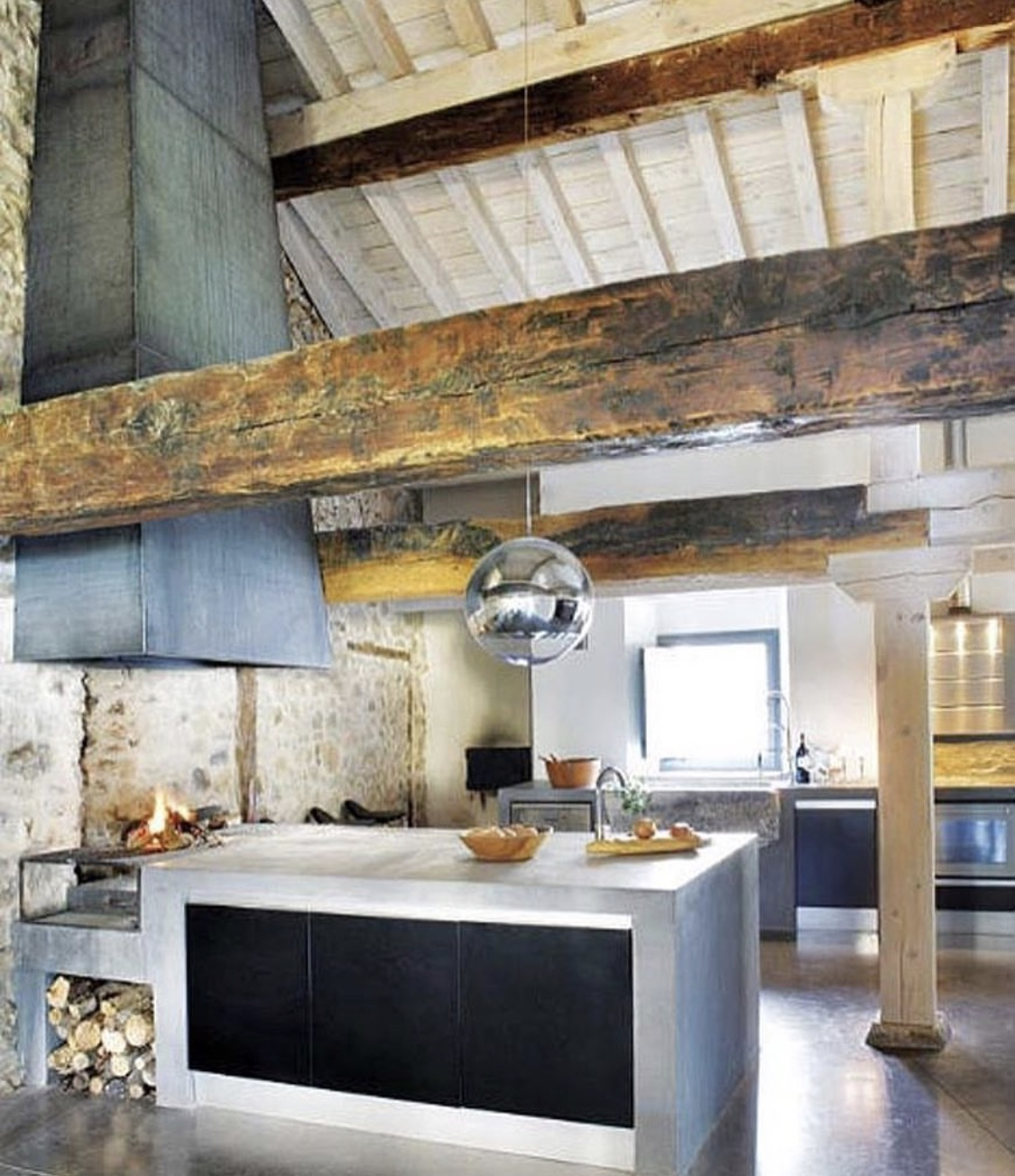 5th and state hand hewn beams for Arredamento rustico moderno