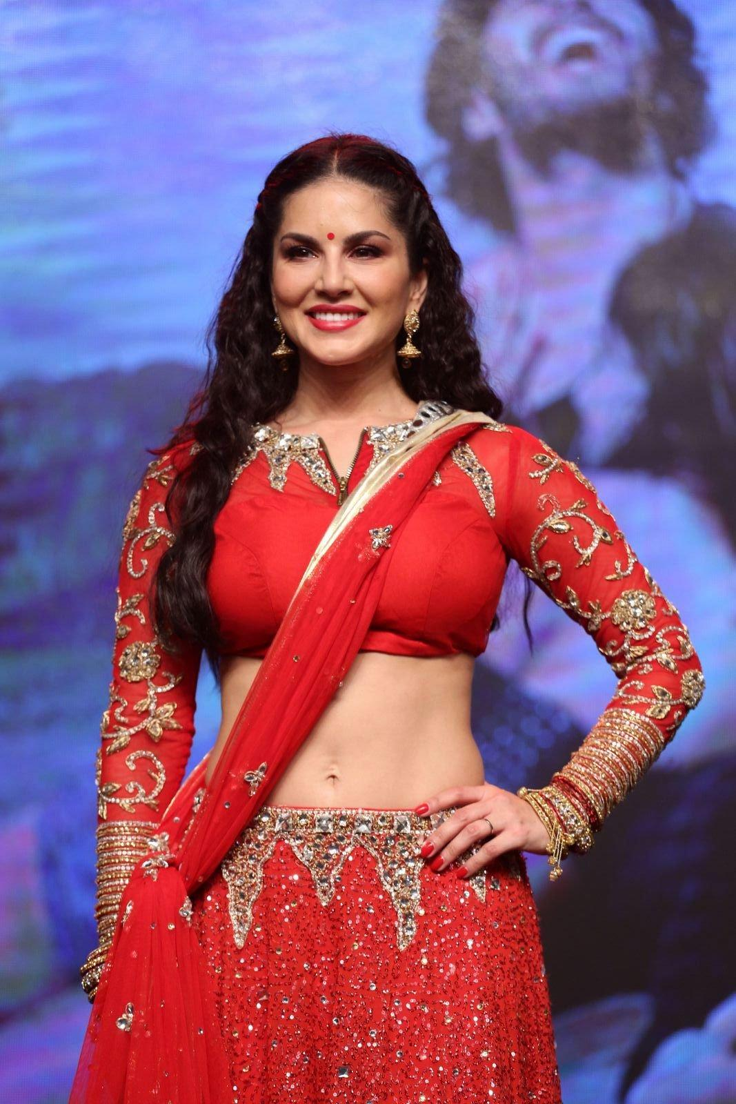 Sunny Leone Looks Super Sexy In A Red Revealing Dress At -8949