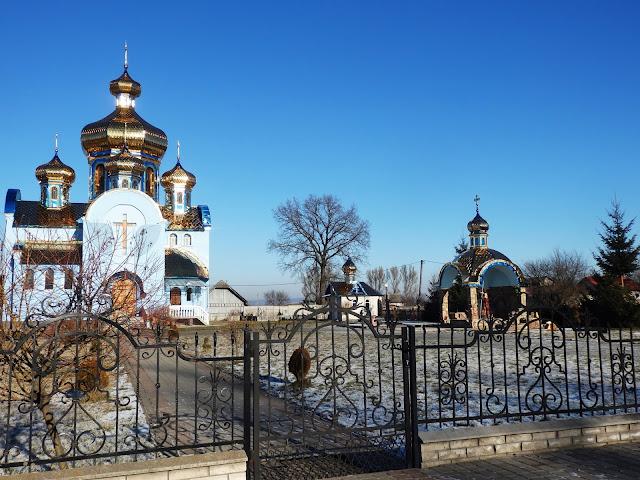 Zagranica (Ukraina) w wydaniu sylwestrowym - mróz i lśniące dachy cerkwi.