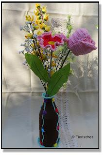 Blumenstrauß aus gehäkelten Blumen