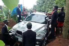 Konyol, Anak Ini Kuburkan Ayahnya dalam BMW Seharga 1,2 Miliar, KatanyaBiar Cepat Masuk Surga