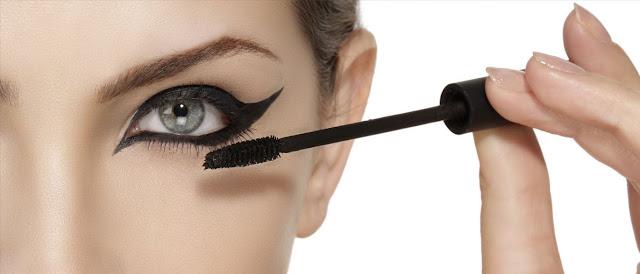 Cosméticos podem ser prejudiciais para os olhos