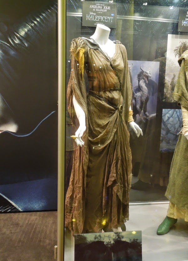 Hollywood Movie Costumes And Props Angelina Jolie And Elle