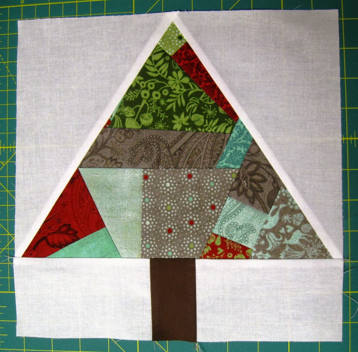 Paper Pieced Christmas Tree Pattern: Happy Quilting: Paper Pieced Improv Trees & O Christmas