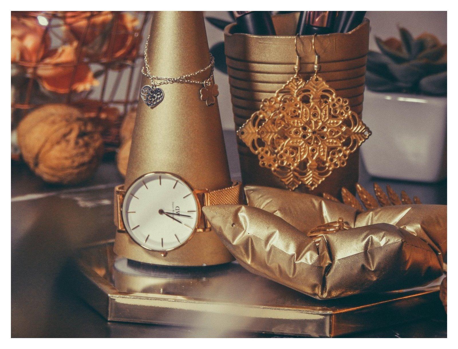 3a contit stylowe złote dodatki do wnętrz stojak na bizuterię jak przechowywać biżuterię nowoczesne dekoracje pomysł na prezent łódzkie upominki prezenty na gwiazdkę co kupić dziewczynie na urodziny, na święta