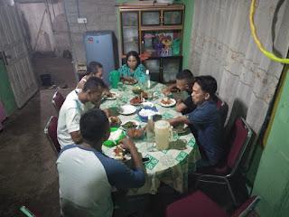 Makan Malam bersama orang  Tua angkat